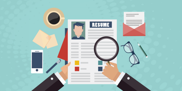Cartoon-employer-reviewing-a-resume